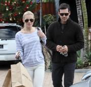 Nov 28, 2010 - LeAnn Rimes - Shopping in Malibu 6bde8e108687779
