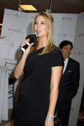 Иванка Трамп, фото 680. Ivanka Trump the launch of her Footwear 'Macy's Herold Square' in NY, 17.03.2011, foto 680