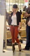 Джэйми Прессли, фото 1236. Jaime Pressly - shopping at Barneys New York in Beverly Hills, 09.11.11, foto 1236